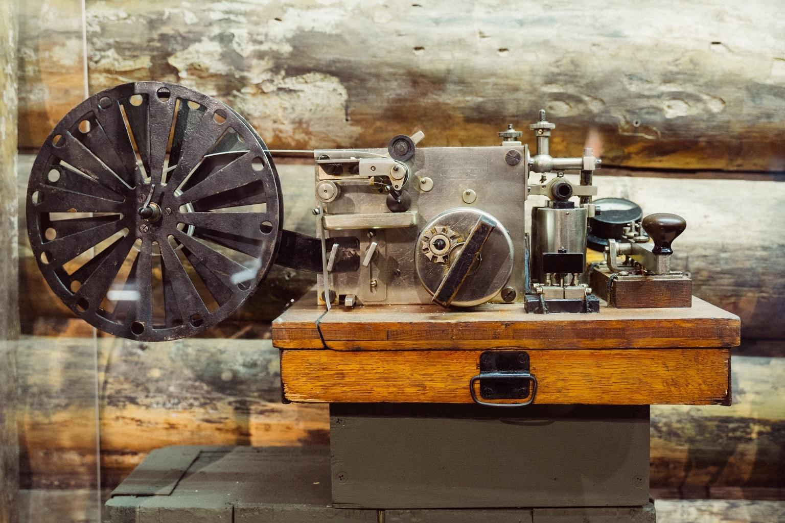 primer aparato codigo morse